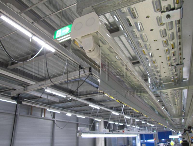 03-Luxstream-LED-Lichtband-Deutsche-Sportwagenproduktionsanlage-01